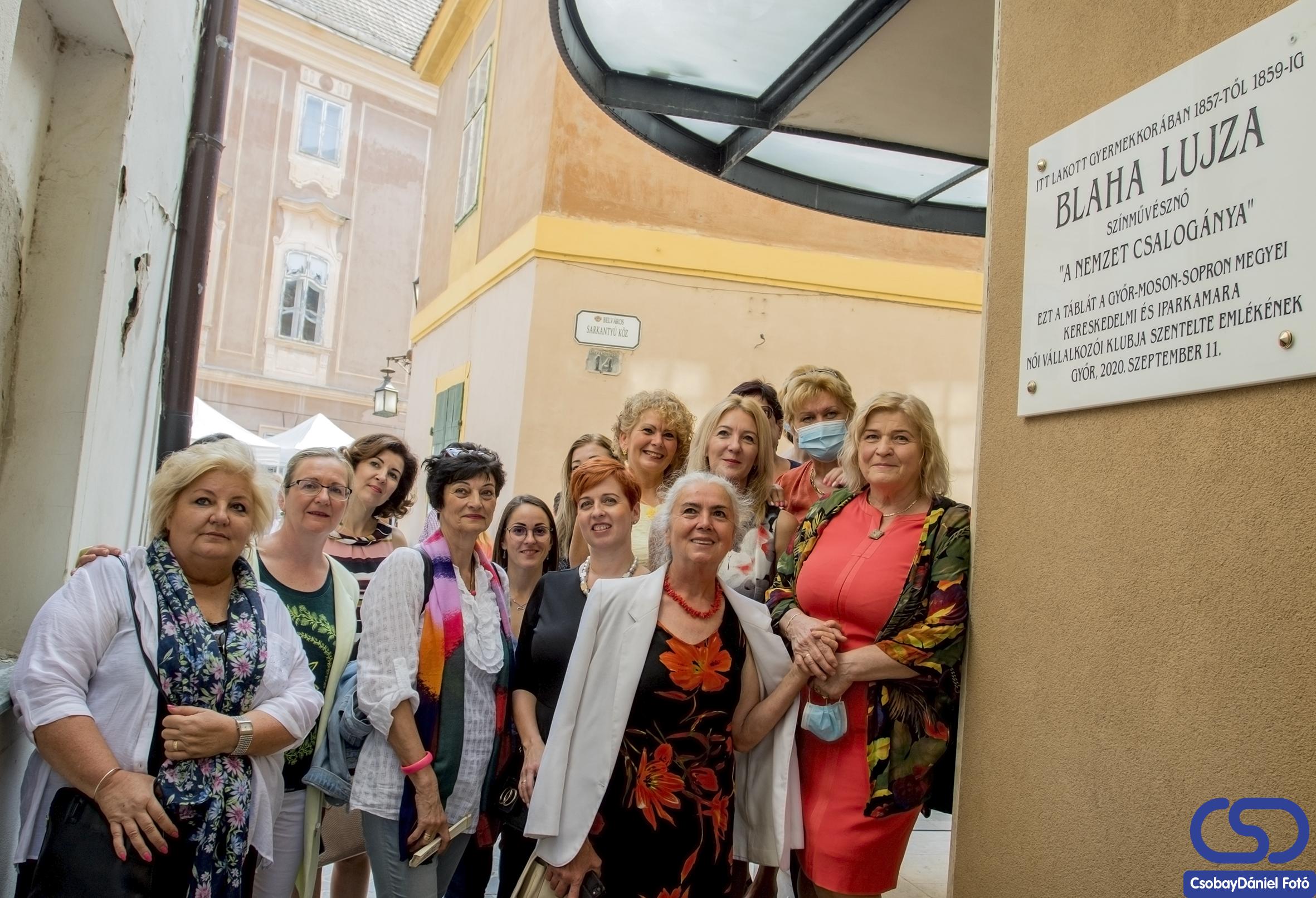 Blaha Lujza emléktábla-átadó ünnepséget tartott a Női Vállalkozói Klub