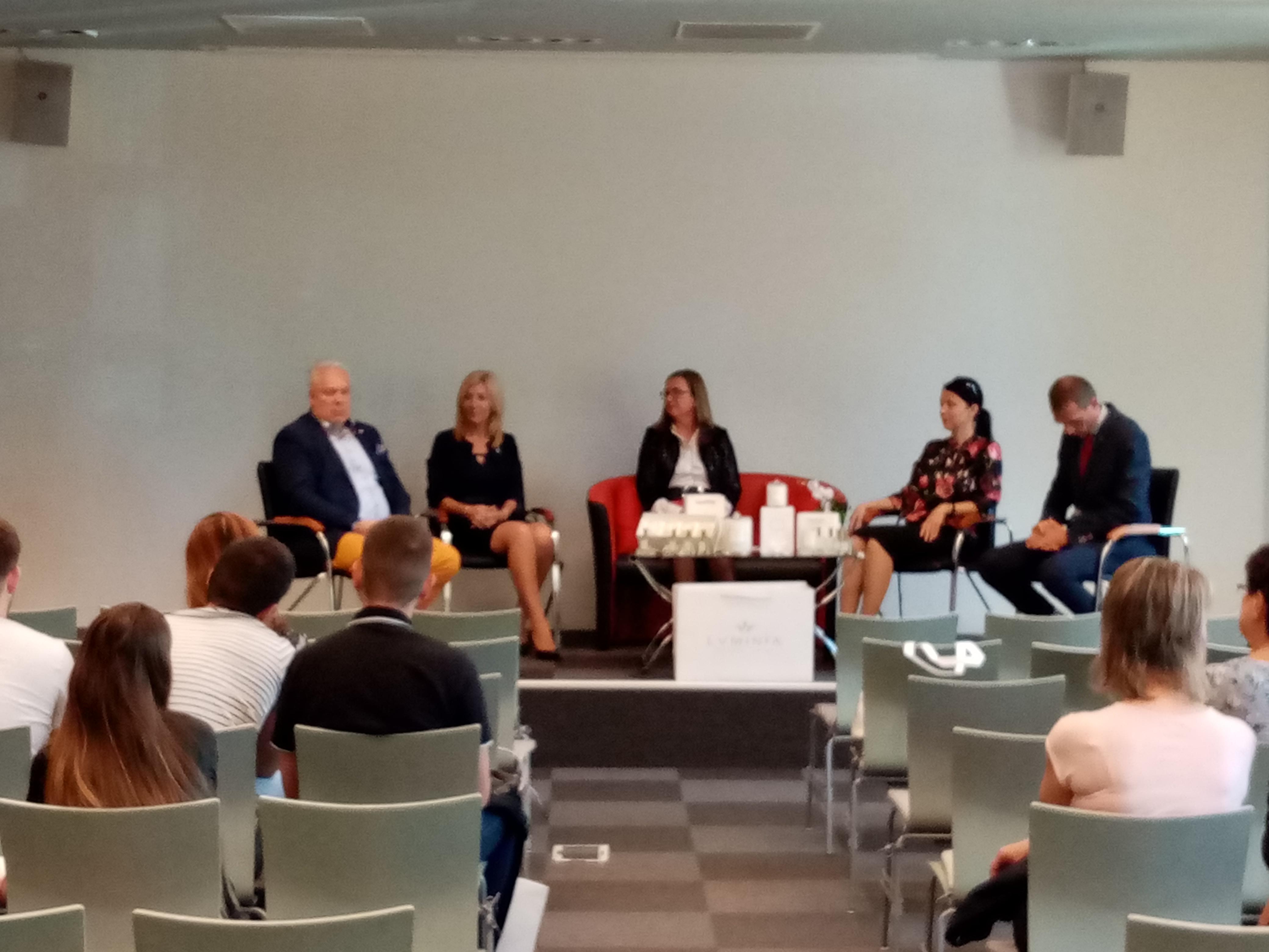 Magyar-szlovák női vállalkozói fórumot tartottak a győri Kamarában