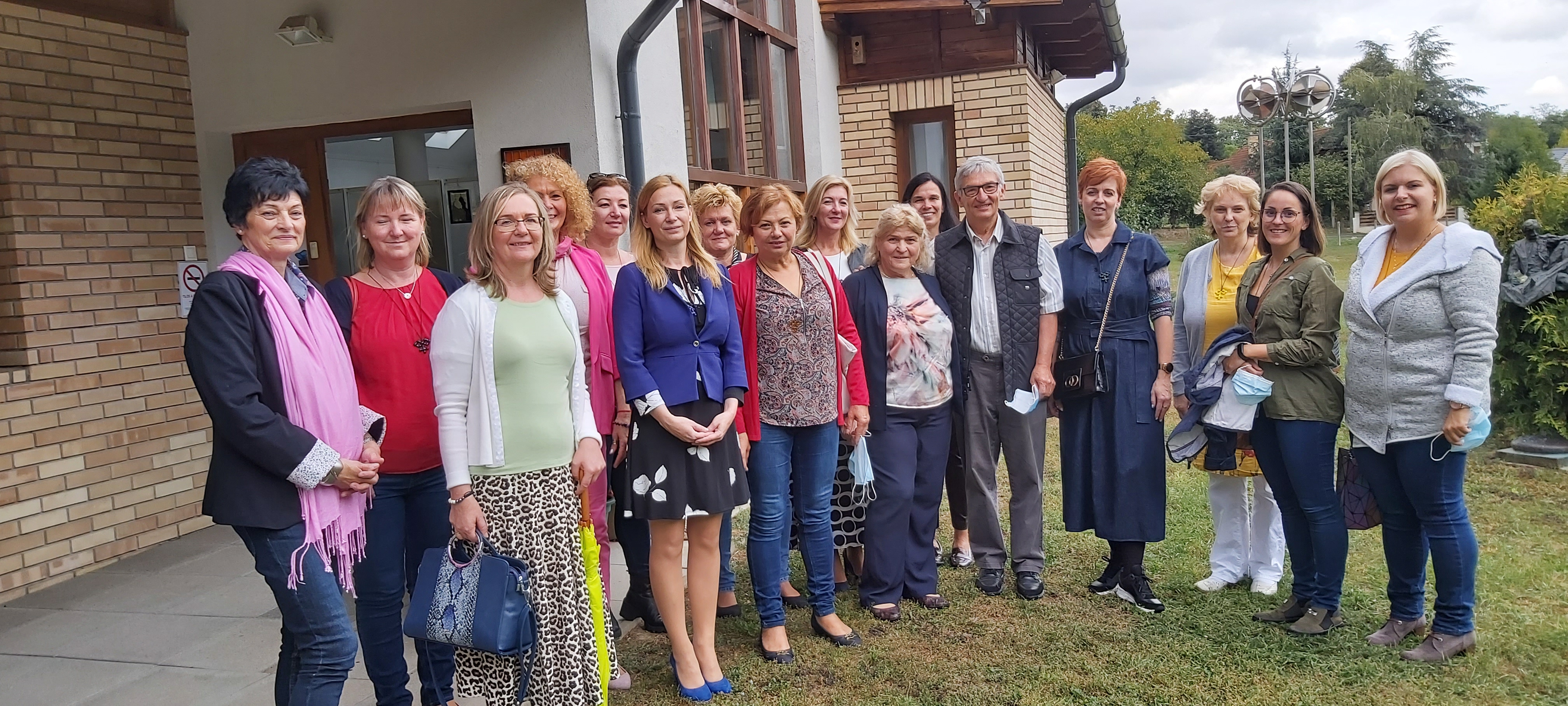 Pannonhalmára és Győrújbarátra látogatott a Női Vállalkozói Klub