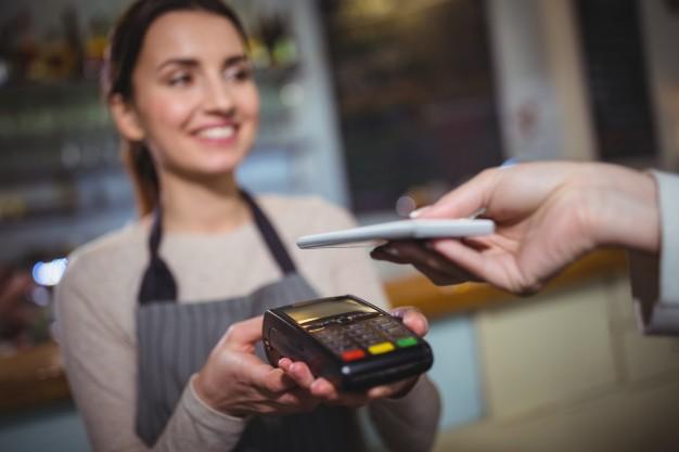 Online kassza mellé kötelező elektronikus fizetési mód