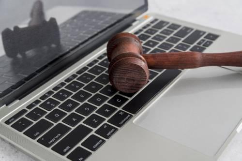 Ingyenes magyar nyelvű jogtár segíti a külpiacra lépést