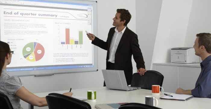 Képzés indul az interaktív tábla használatáról